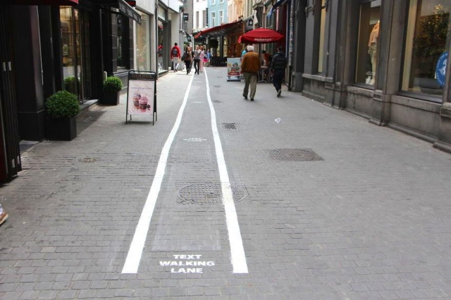 "Belgium has it's own ""text walking lanes"" for phones addicts"