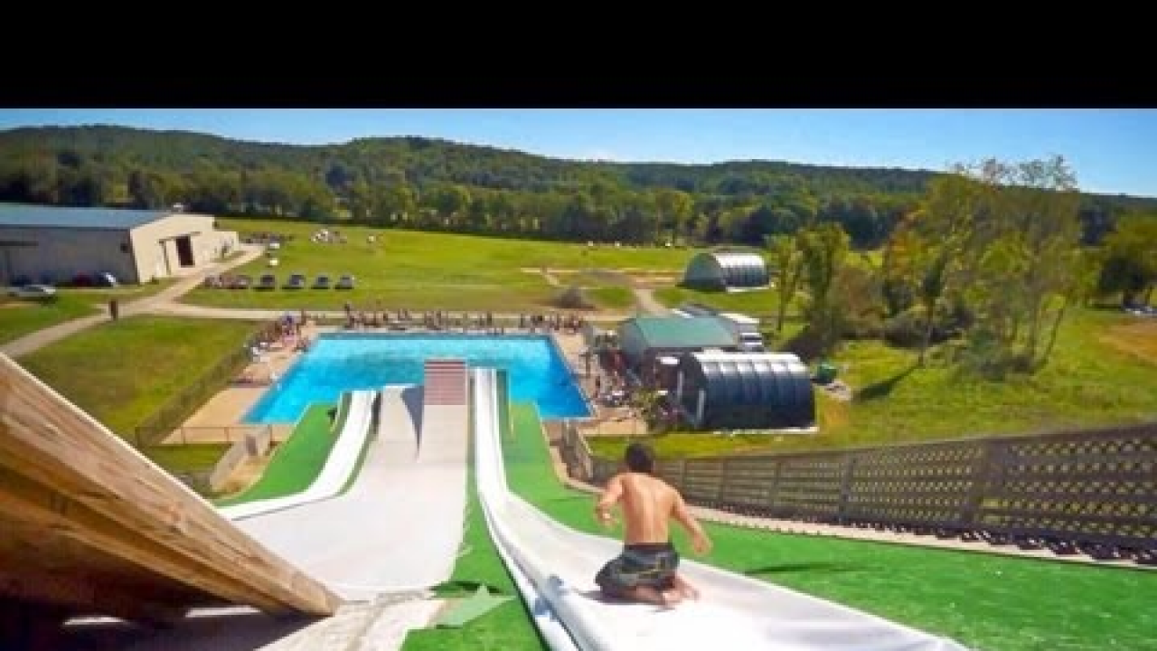 La mejor piscina del mundo for Porno la piscina