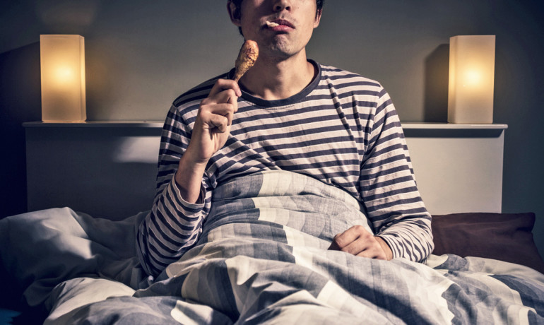 Midnight snacks can make sleepless nights worse
