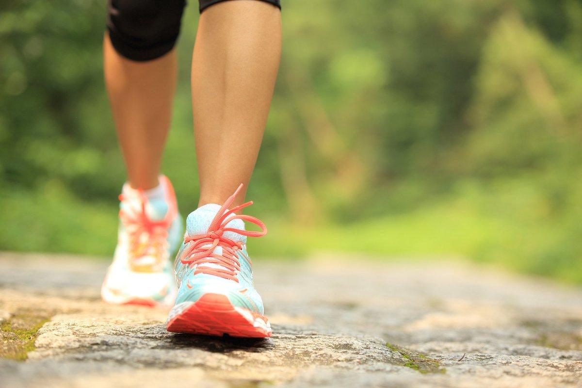 se puede bajar de peso con caminar