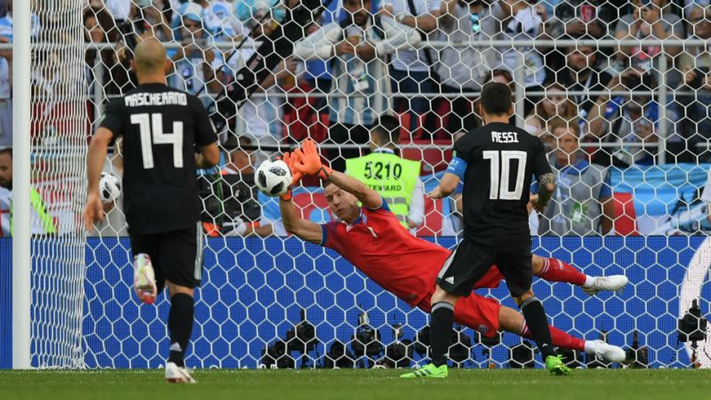 Argentina vs Iceland: Goalkeeper Halldorsson reveals secret behind saving Messi   s penalty
