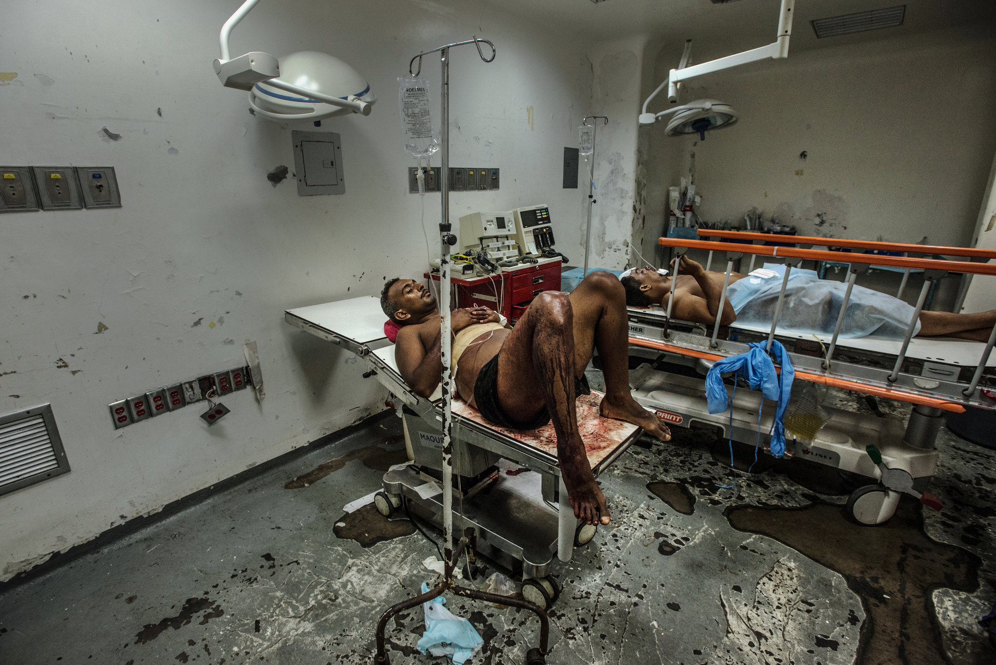 Venezuela crisis: Venezuela   s hospitals reduced to    wartime conditions