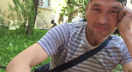 Russian homeless video blogger finds fame and fortune online