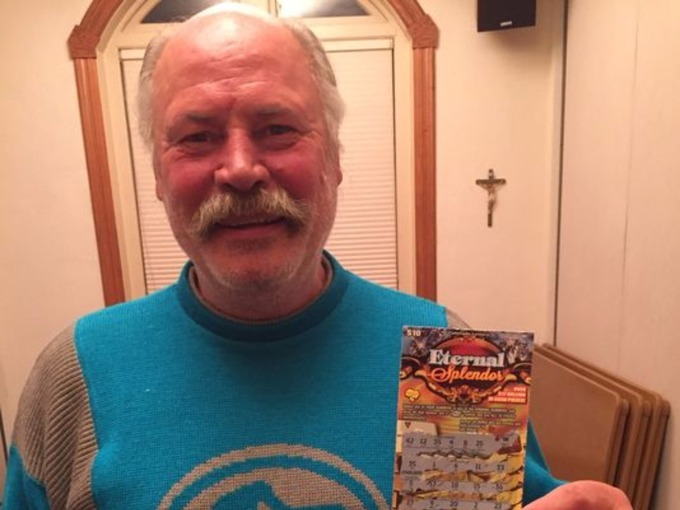 Homeless man wins $500,000 on scratch card