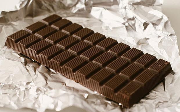 "Eating chocolate ""improves brain function"" - study"