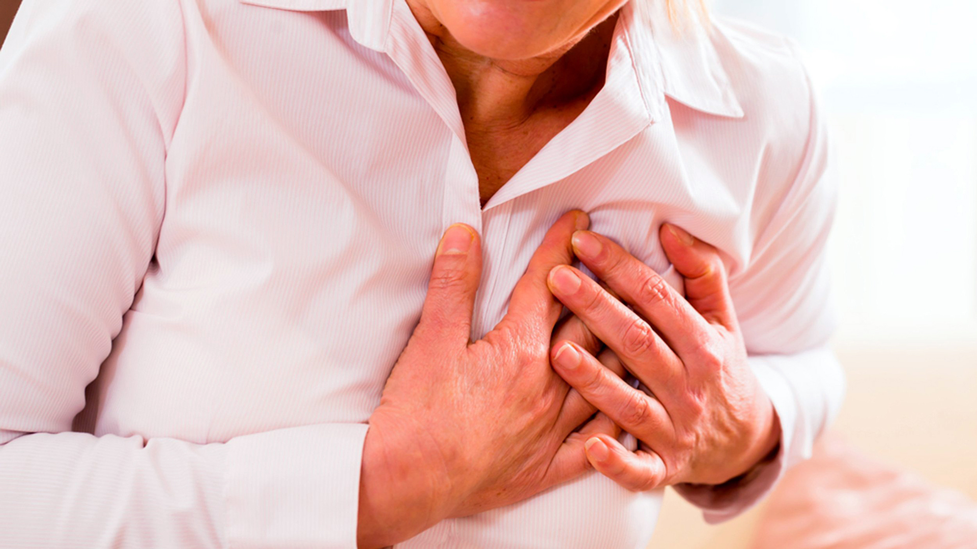 5 Heart attack symptoms in women that are super common (and scary)