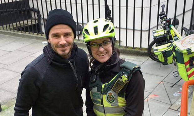 David Beckham buys hot drinks for paramedic and elderly patient