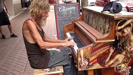 Homeless Florida man is playing piano on the streets, and he's a total natural
