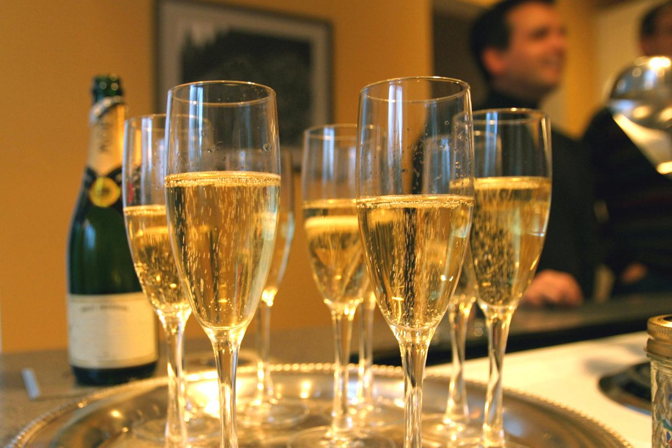 "Drinking three glasses of champagne ""could help prevent dementia and Alzheimer's disease"""